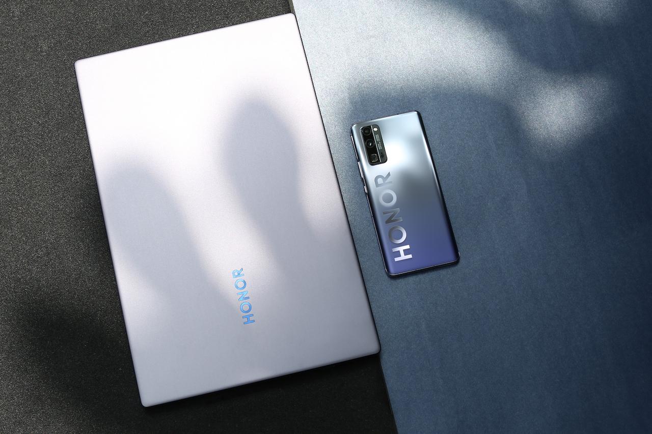 Смартфоны серии HONOR 30 и другие устройства представили под музыку группы Cream Soda